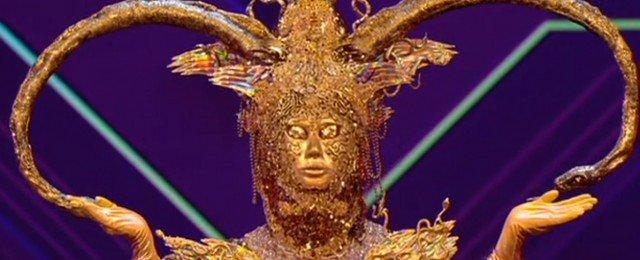 Göttin musste Maske abnehmen, Kakerlake ging freiwillig