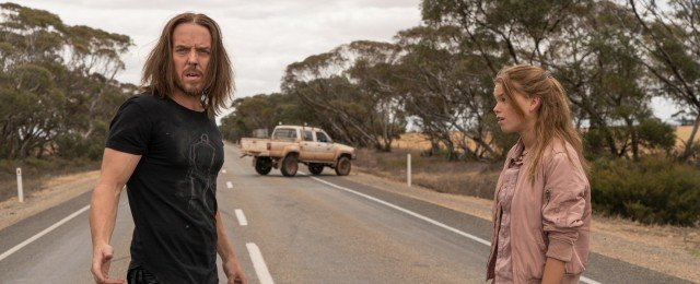 Ungleiches Paar mit Piano reist durch Australien